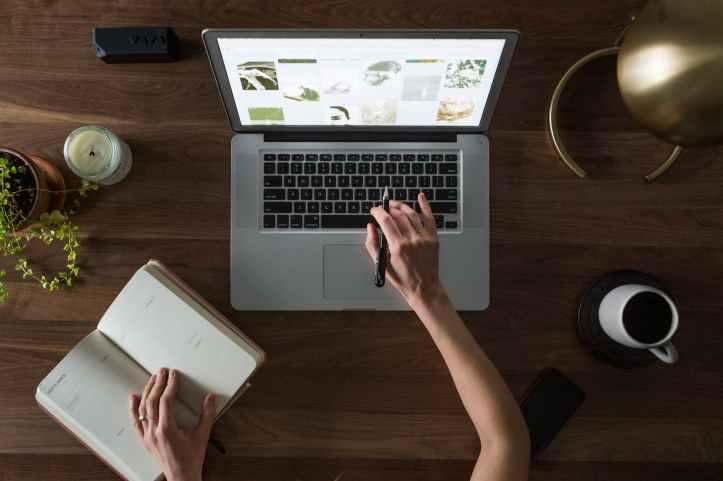 computer desk hand laptop